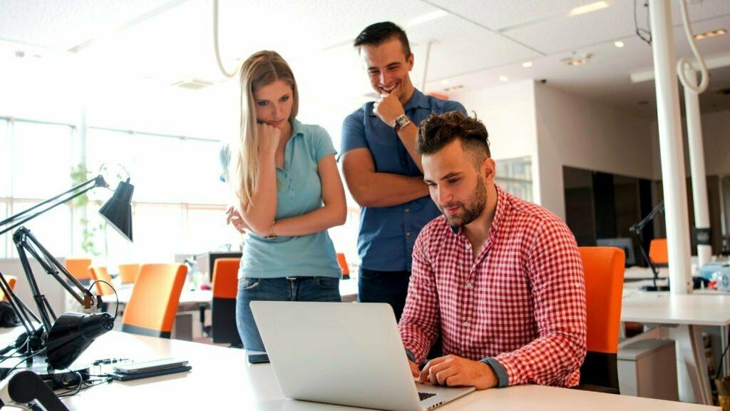 garanzia giovani per le aziende ripartono la misura 2c assunzione e formazione e la misura 5 tirocini finanziati
